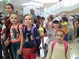 """Сегодня воспитанники детского пришкольного лагеря """"Веселая семейка"""" побывали на концерте артистов Мордовской государственной филармонии и получили море позитивных эмоций."""