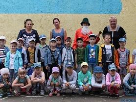 Развлечение для детей подготовительных к школе групп «Летний  праздник  игр, плясок и забав».