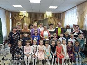 Концерт для гостей и пожилых сотрудников детского сада «Жизнь прожить - не поле перейти»