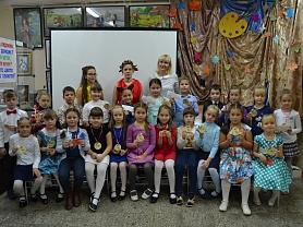 Посвящение в юные художники 1 каласс А,Б,В классный руководитель Кухар С.В.