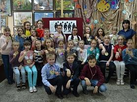Посвящение в юные художники 1 класса живописного отделения классный руководитель Депутатова Т.Ф.