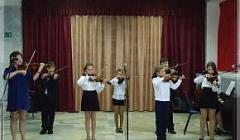 Ансамбль скрипачей под руководством преподавателя Рогожиной М. В.