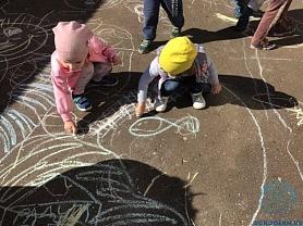"""Конкурс рисунков на асфальте """"Мой любимый детский сад"""""""