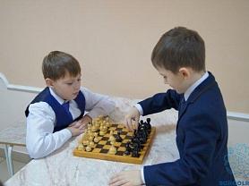 Школьный турнир по шахматам и шашкам