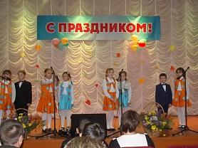 Школьники на сцене ДК (День сельского хозяйства)