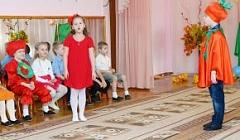 """Песня """"Гадание на ромашке"""". Исполняет Настя Ирикина, подготовительная к школе группа."""