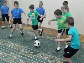 Первенство по футболу среди подготовительных и старших групп в ДОУ.