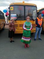 Торжественное вручение школьных автобусов