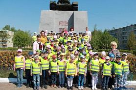 Возложение цветов к памятнику «Танк Т-34»