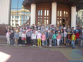 13.06 ребята пришкольного лагеря посетили Государственный музыкальный театр имени И.М. Яушева