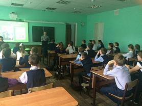 14 ноября активисты гимназии провели урок памяти Михаила Тимофеевича Калашникова для учеников 5б класса