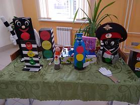 выставка рисунков и поделок по ПДД «Правила дорожные – детям знать положено».