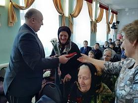 Вручение юбилейных медалей 75 - годовщине Победы в Великой Отечественной войне 1941-1945 годов.