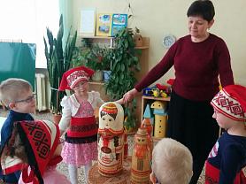 ООД по ОО «Познавательное развитие»  (социальный мир) на тему:   «Знакомство с мордовскими народными игрушками» (для детей 2 младшей группы)