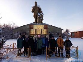 Уборка территории памятника