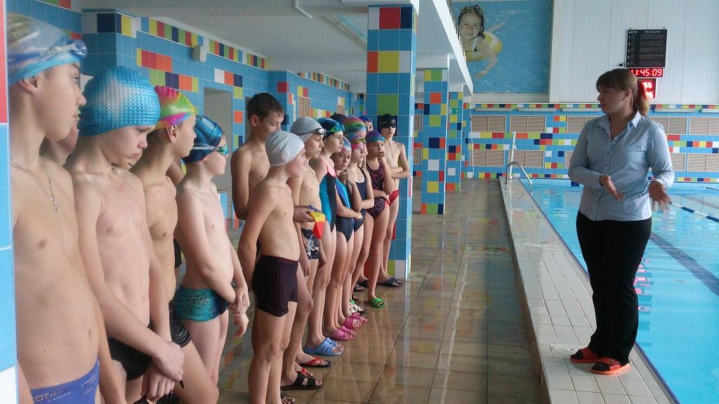 Секс втроем соревнование по плаванию раздевалка мужчин видео трахают парня толпой